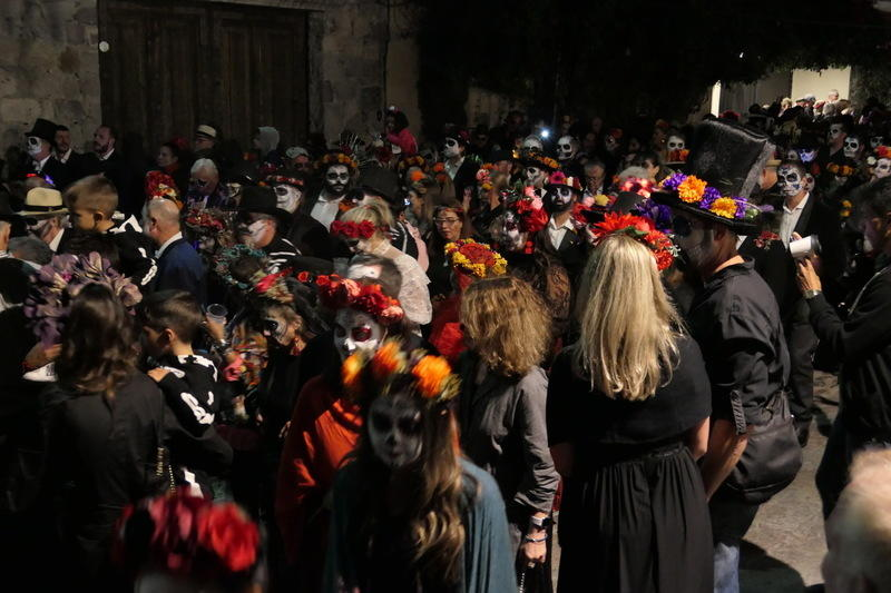 Thousands of Catrinas walking through San Miguel