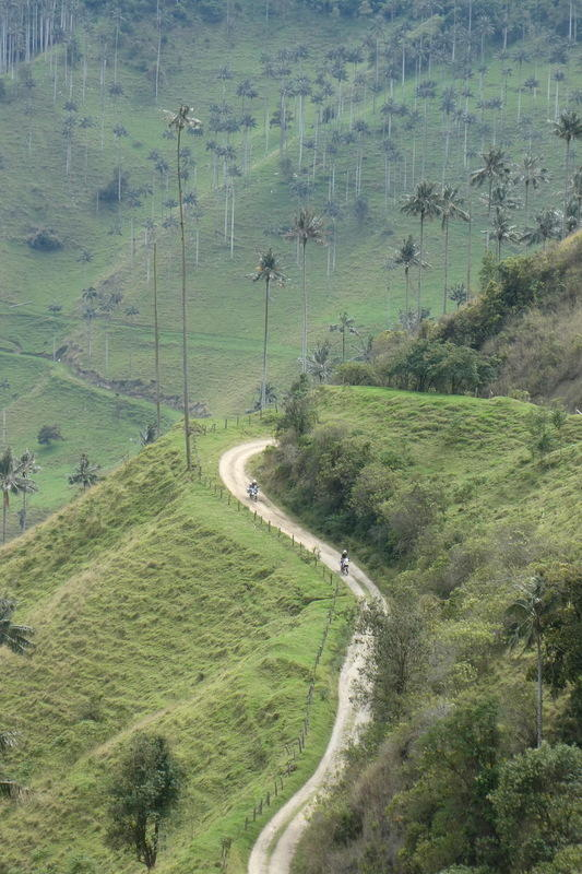 Riding down the Valle de Cauca